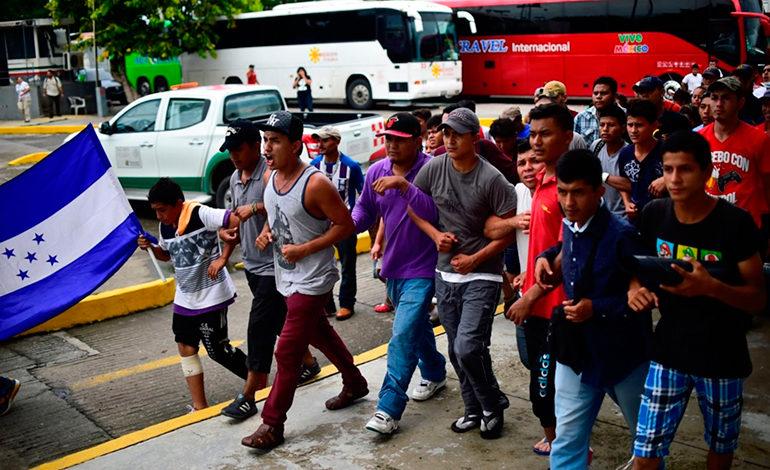 El fútbol hondureño viaja con caravana migrante que pide partido benéfico