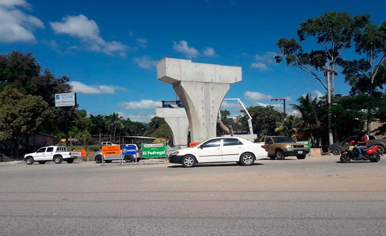 AMDC cierra calle principal de La Vega por paso a desnivel