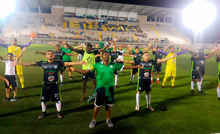 Platense acaba con sueño de Lobos y se instala en semifinales
