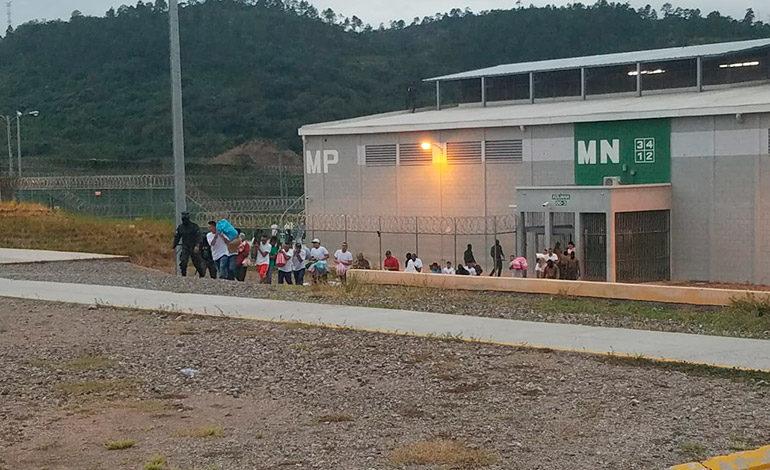 "Fusina traslada a 136 reos de ""El Pozo"" a otras cárceles"