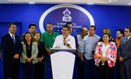 Juan Orlando Hernández anuncia L1,000 millones para aumento a los maestros