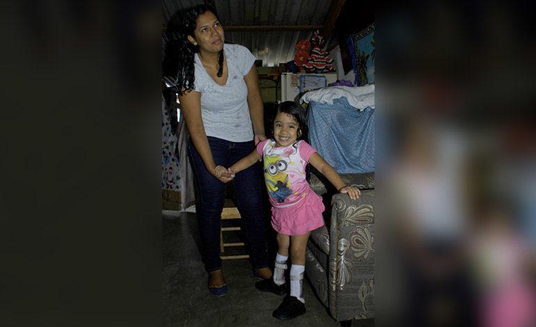 """""""Todos tenemos que ayudar"""": Ashley, niña símbolo de la Teletón"""