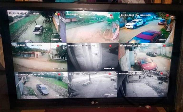 """Mediante un sistema de cámaras la banda de """"Los Aguacates"""" daba seguimiento en su monitor a las fuerzas policiales y rivales."""