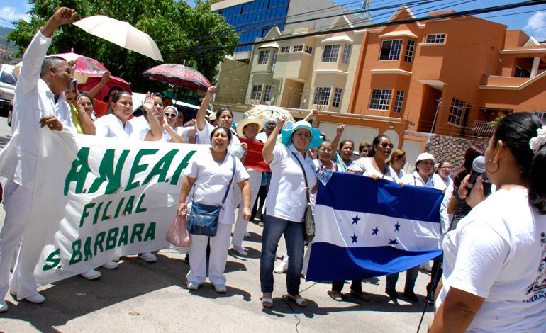 Auxiliares de enfermería anuncian asambleas a nivel nacional