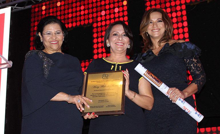Mirna de Jarquin, Margarita Rojas en representación de doña Mary Flake de Flores, Karen Molina.