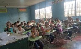 En riesgo 200 niños al recibir clases en escuela destartalada