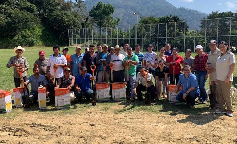 Fundación Cervecería Hondureña beneficia a productores agroforestales