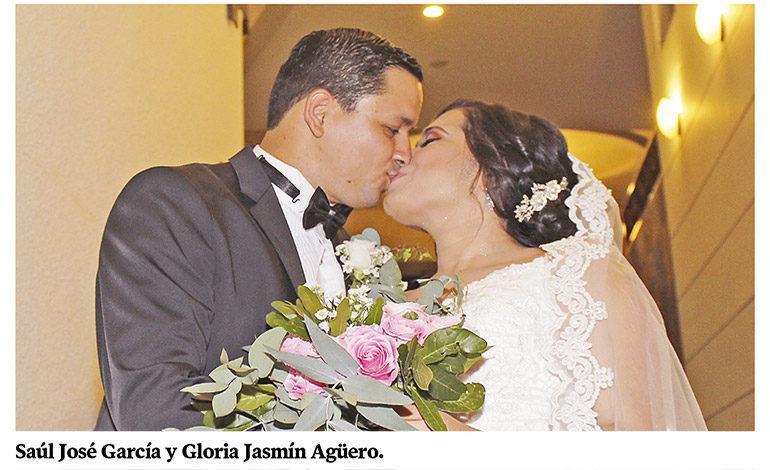 """Saúl García y Gloria Agüero pronuncian el """"sí acepto"""""""