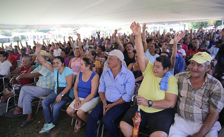 Unas 800 familias de cinco municipios de Atlántida reciben beneficios de Vida Mejor