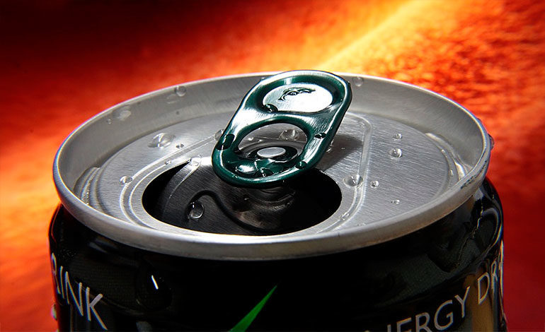 Joven pierde los dientes por adicción a las bebidas energéticas