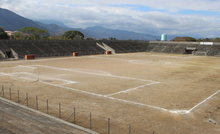 """""""Revivirán"""" estadio Roberto Suazo Córdova"""