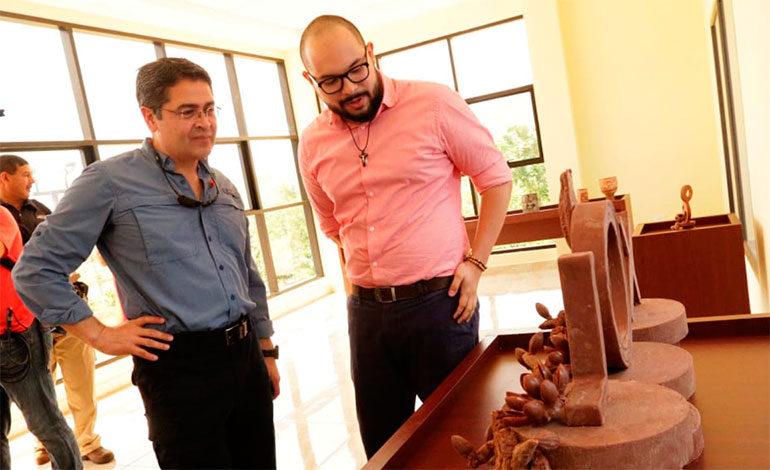 Presidente Hernández inaugura fábrica que enviará chocolate hondureño al mundo