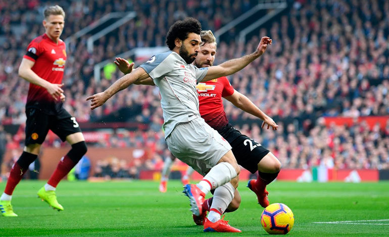 Liverpool empata con Manchester United y vuelve a ser líder