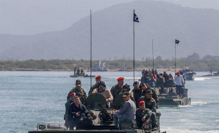 El Gobierno venezolano suspende zarpes en todos los puertos