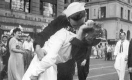 Muere a los 95 años el marinero de la icónica foto del beso en Nueva York