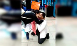 Hondureña recibe romántica propuesta de matrimonio en terminal de autobuses (Video)