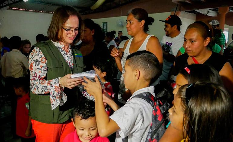 Pani entrega kits escolares para fortalecer la educación
