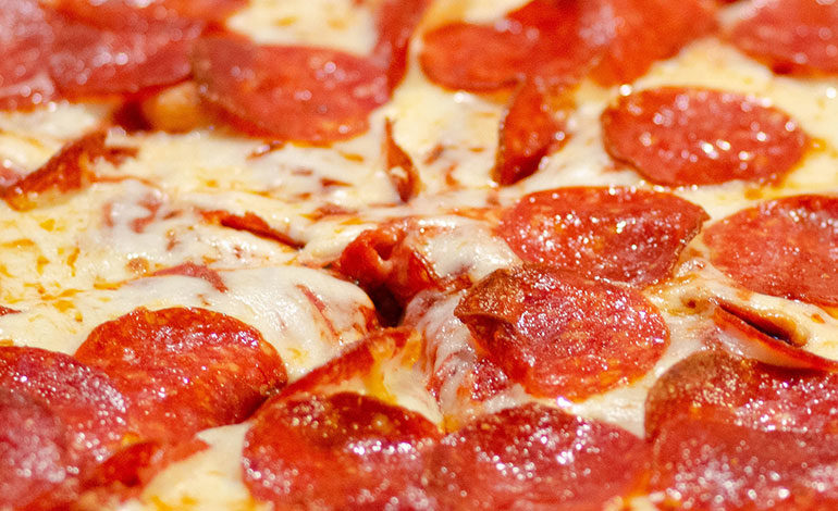 Cómo hacer pizza en una taza al microondas