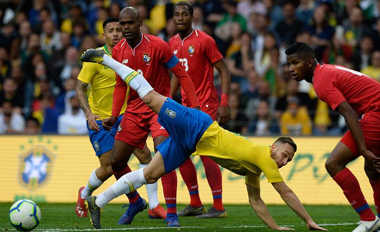Brasil decepciona al empatar con Panamá