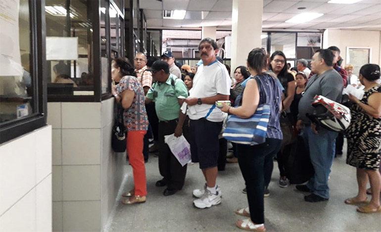 Largas filas en el IHSS para pedir cita médica