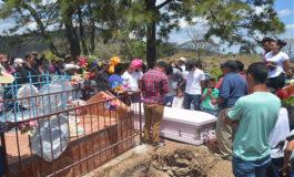 Junto a tumba de su esposo entierran a hondureña ultimada en EE UU