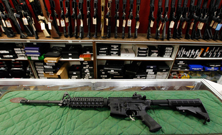Mayoría de EEUU favorece leyes estrictas de armas