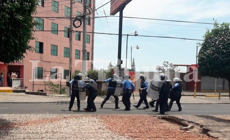 Seguidores de David Romero se enfrentan a la Policía