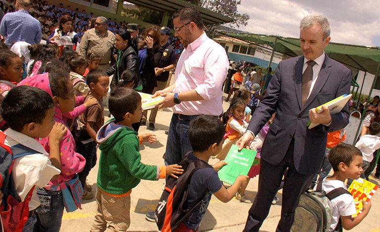 Cooperación Española entrega ayuda a niños de la Nueva Capital