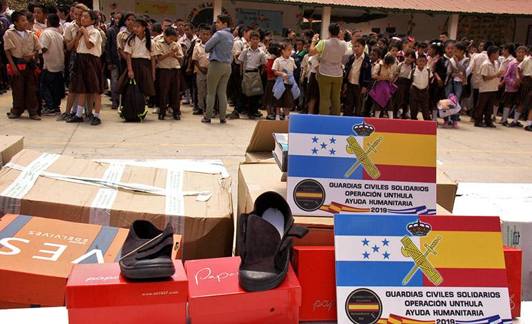 La entrega de la ayuda se realizó en la escuela Santa Teresa de Jesús, de la colonia Nueva Capital.