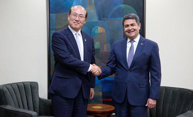 Presidente Hernández y el secretario de la OMI hablan sobre industria marítima