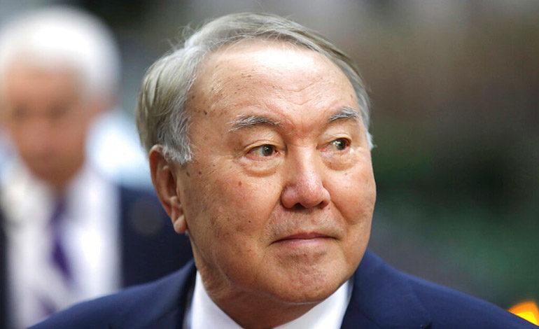 Presidente de Kazajistán renuncia tras 30 años en el cargo