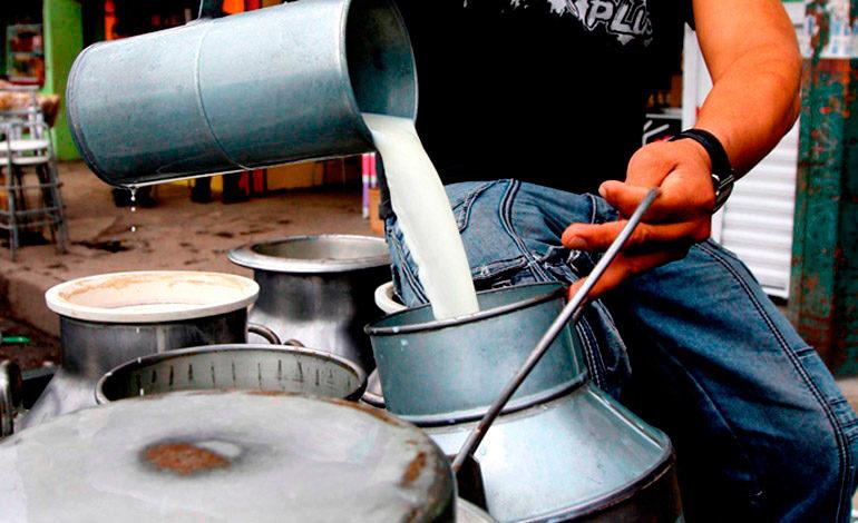 En un 40% ha bajado la producción de leche