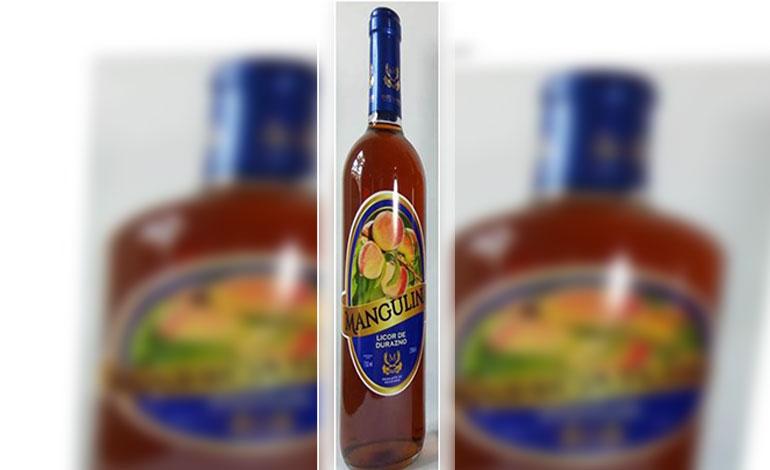 Medalla de plata para Honduras en Francia por producir licor de durazno