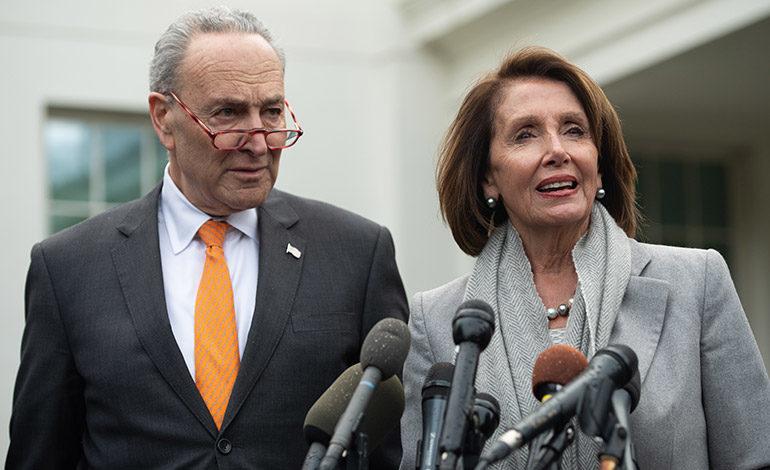 """Demócratas insisten en que quieren ver el informe de Mueller """"completo"""""""
