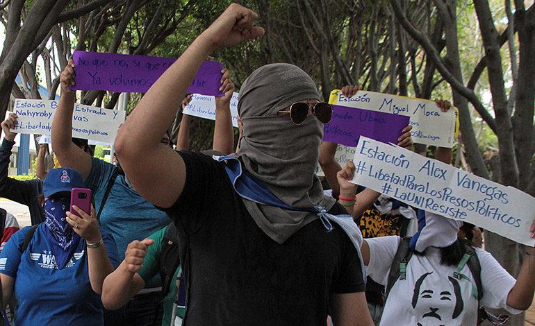 """Realizan """"piquete express"""" y piden salida de Ortega"""
