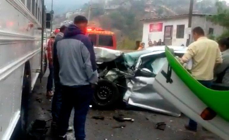 Dos mujeres heridas deja choque entre camión y turismo en Tegucigalpa