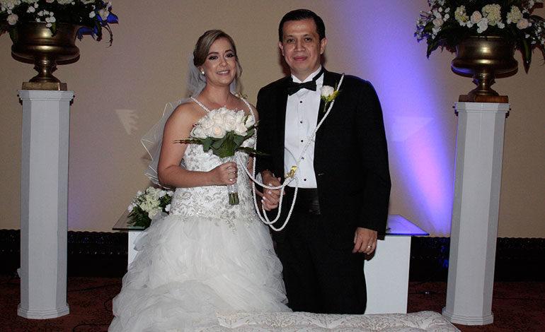 """Edwin Alvarado y Any Tábora pronuncian el """"sí acepto"""""""