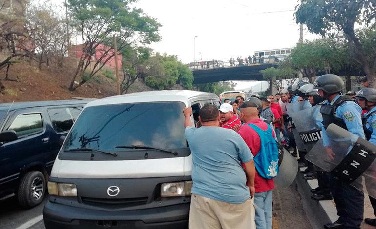 """Conductores de autobuses """"brujitos"""" realizan paro en Comayagüela"""