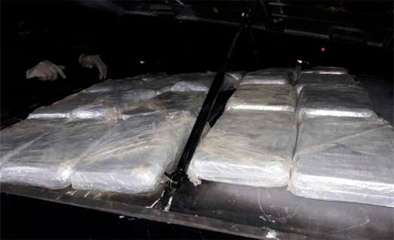 Descubren 20 paquetes de cocaína en compartimiento falso de vehículo en Copán