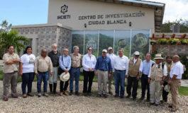 Presidente Hernández y Heide Fulton visitan el Centro de Investigación Ciudad Blanca