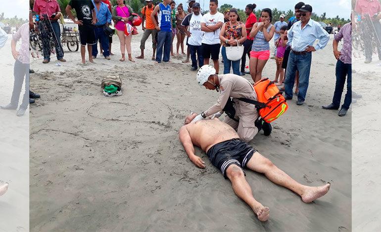 Encuentran cadáver flotando en playa de Tela