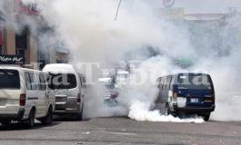 """Desalojan protesta de conductores de """"buses brujitos"""" en Comayagüela (Video)"""