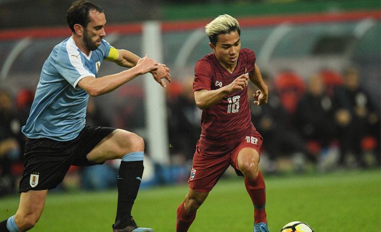 Godín agranda su leyenda con la charrúa y alza su segunda China Cup