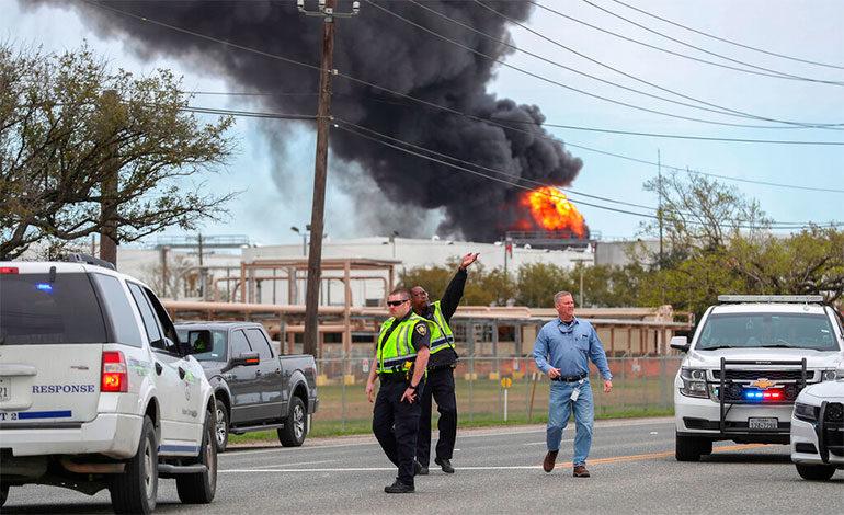 Arde incendio en planta petroquímica en Texas