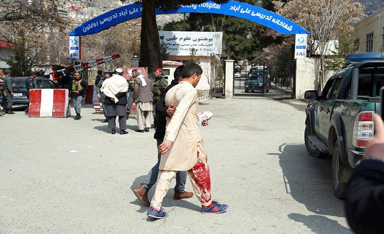 Funcionarios: 5 muertos en ataque en templo chií en Kabul