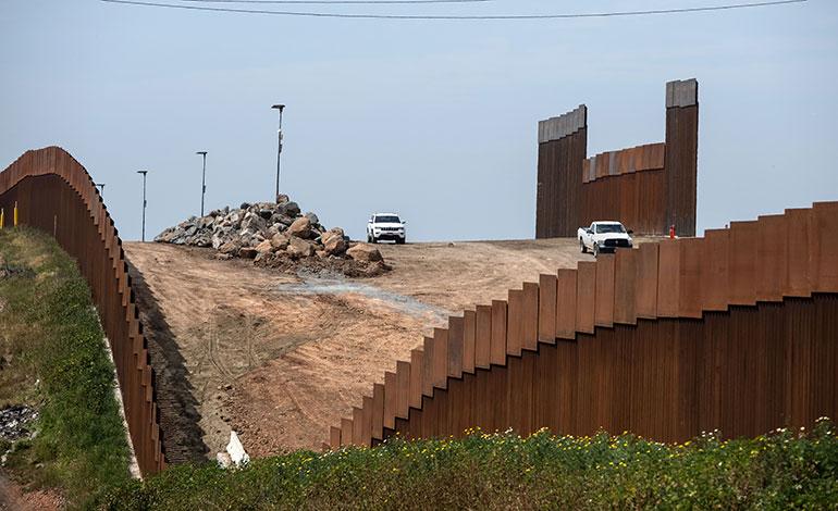 """México rechaza """"amenazas"""" tras amago de Trump de cerrar frontera"""
