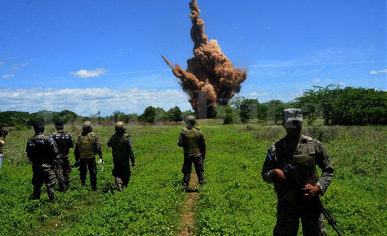 Sigue la destruccción de narcopistas