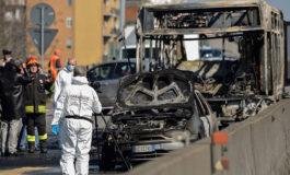 Policía salva a 51 niños secuestrados dentro de un bus en Milán