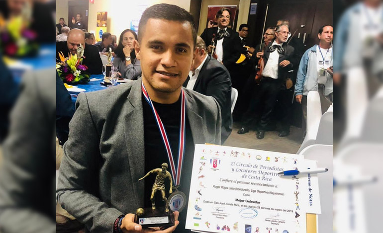Roger Rojas recibe galardón en Costa Rica