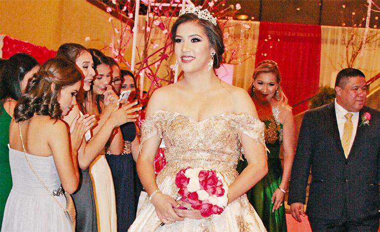 Dazly Yelena Durán celebra sus 15 años